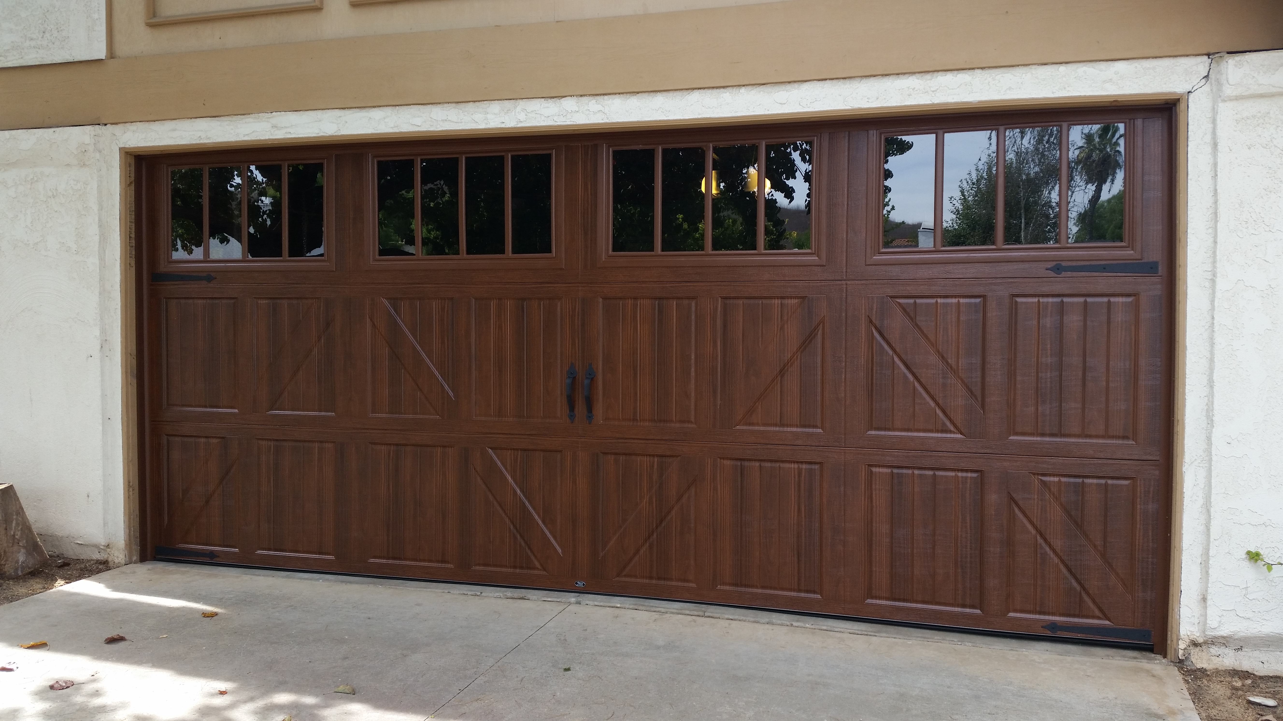 We got wood tones avaliable we cover ventura county and santa clarita valley with repair installatin and service of both garage doors and openers let us know how we can help rubansaba